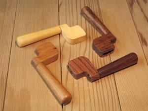 manivelles pour guitares de différentes essences de bois